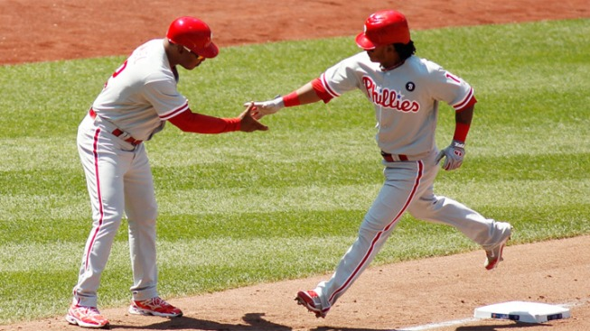 Martinez Leads Phils Over Mets