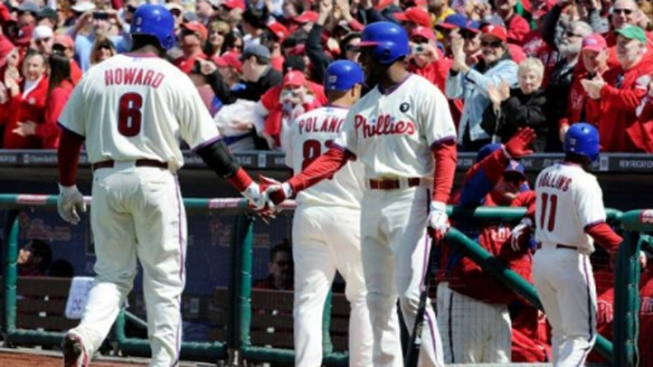 Oswalt, Howard Help Phillies Sweep Astros