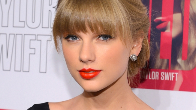 "Taylor Swift Talks Boyfriends, ""Sexist"" Tabloids, Harry Styles and Laughing Off the Golden Globes"