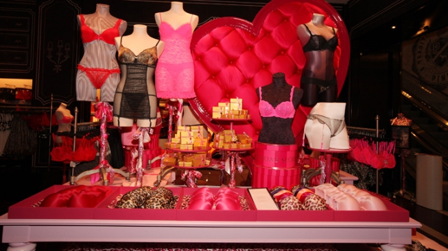 Thieves Swipe More Than $3,600 in Bras From Victoria's Secret