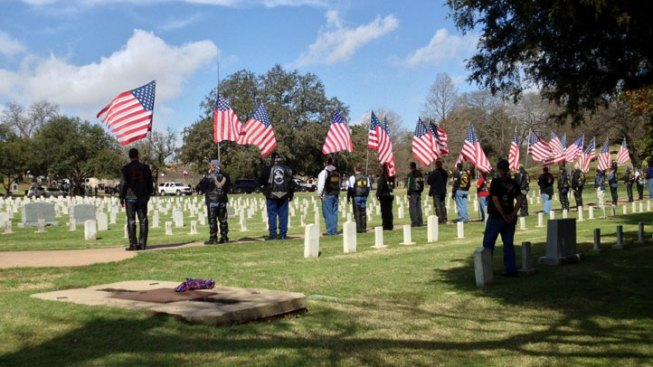 Ex-Navy SEAL Funeral Procession Arrives in Austin
