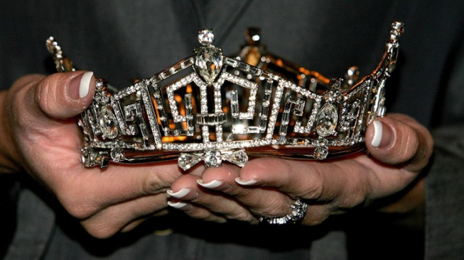 "7-Year-Old Stripped of ""Little Miss Hispanic Delaware"" Crown"