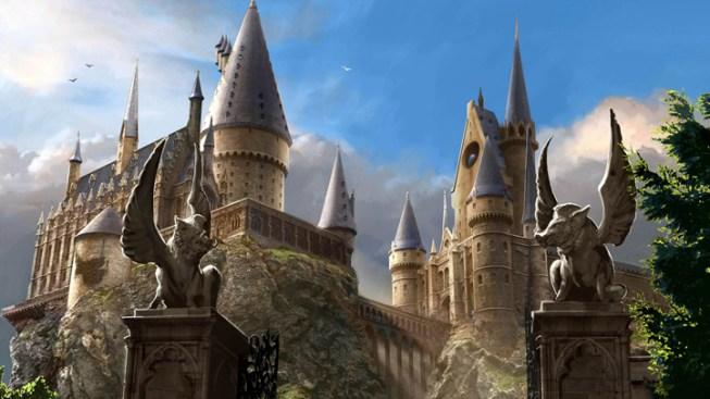 """Fans Agog at Hogwarts in New """"Potter"""" Studio Tour"""