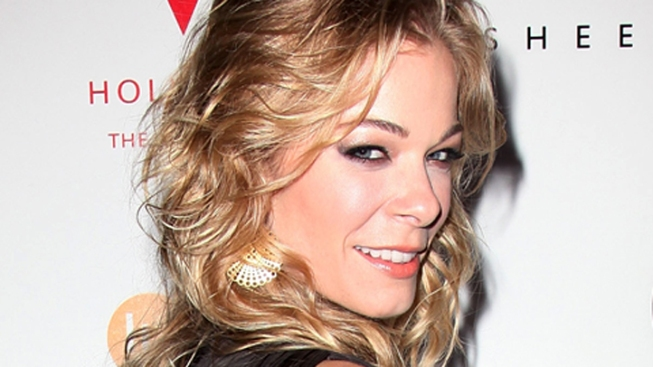 LeAnn Rimes Checks Into Rehab for Anxiety and Stress