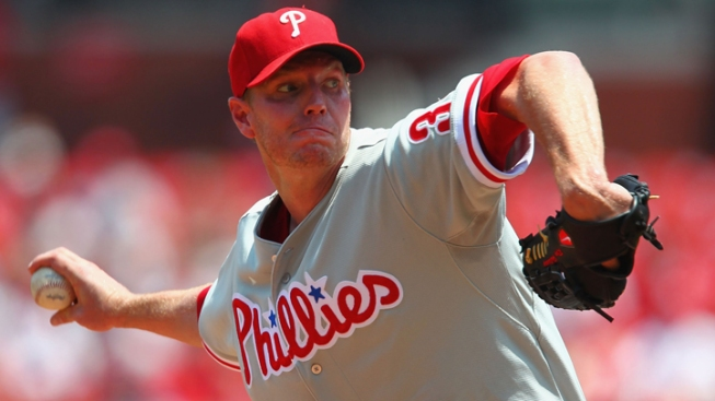 Halladay Leaves After 2 Innings Due to Sore Right Shoulder