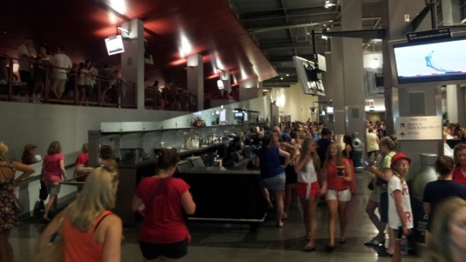 Lightning Forces Thousands Out of Linc During Taylor Swift Concert