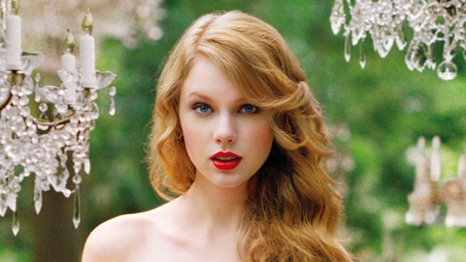 Taylor Swift Donates $70K in Books to Hometown Library