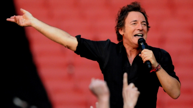 Bruce Springsteen Announces Tour Dates