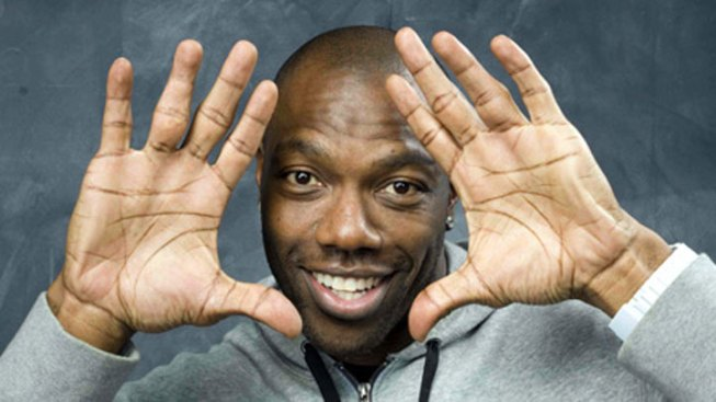 Terrell Owens Still Desperate for Eagles' Phone Call (But Great at Hashtags)