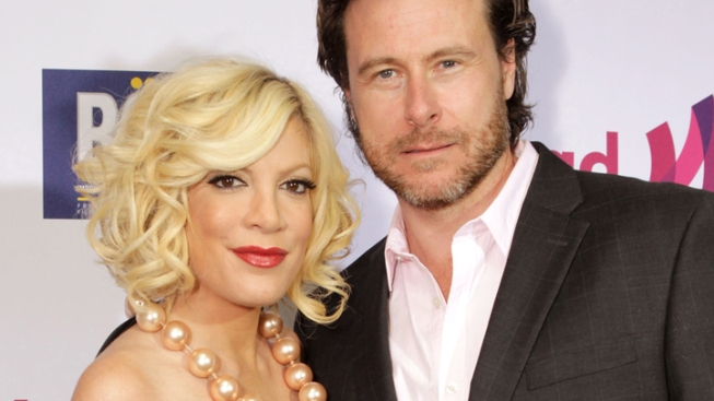 Tori Spelling Tweets About Paparazzi Car Accident
