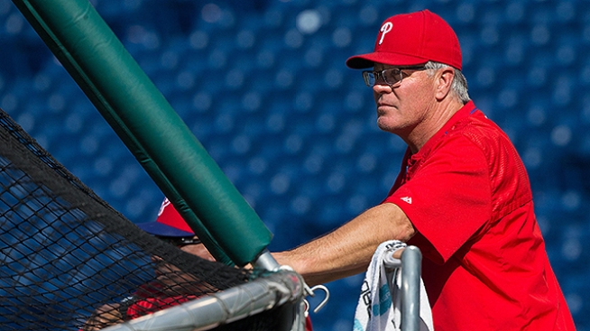Phillies Manager Pete Mackanin Signs New 2-Year Deal