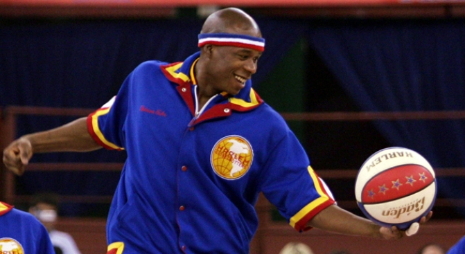 Globetrotters Honor Spectrum by Stepping All Over It