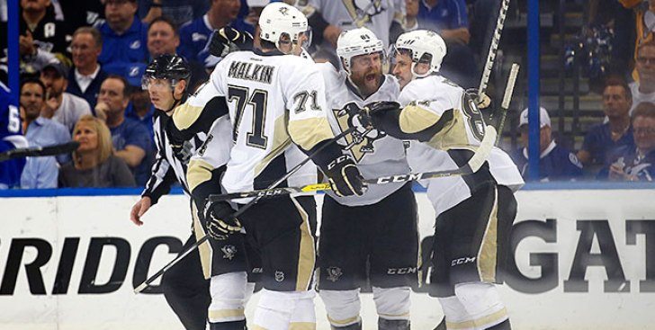 Streaking Penguins Move Atop Metro Division