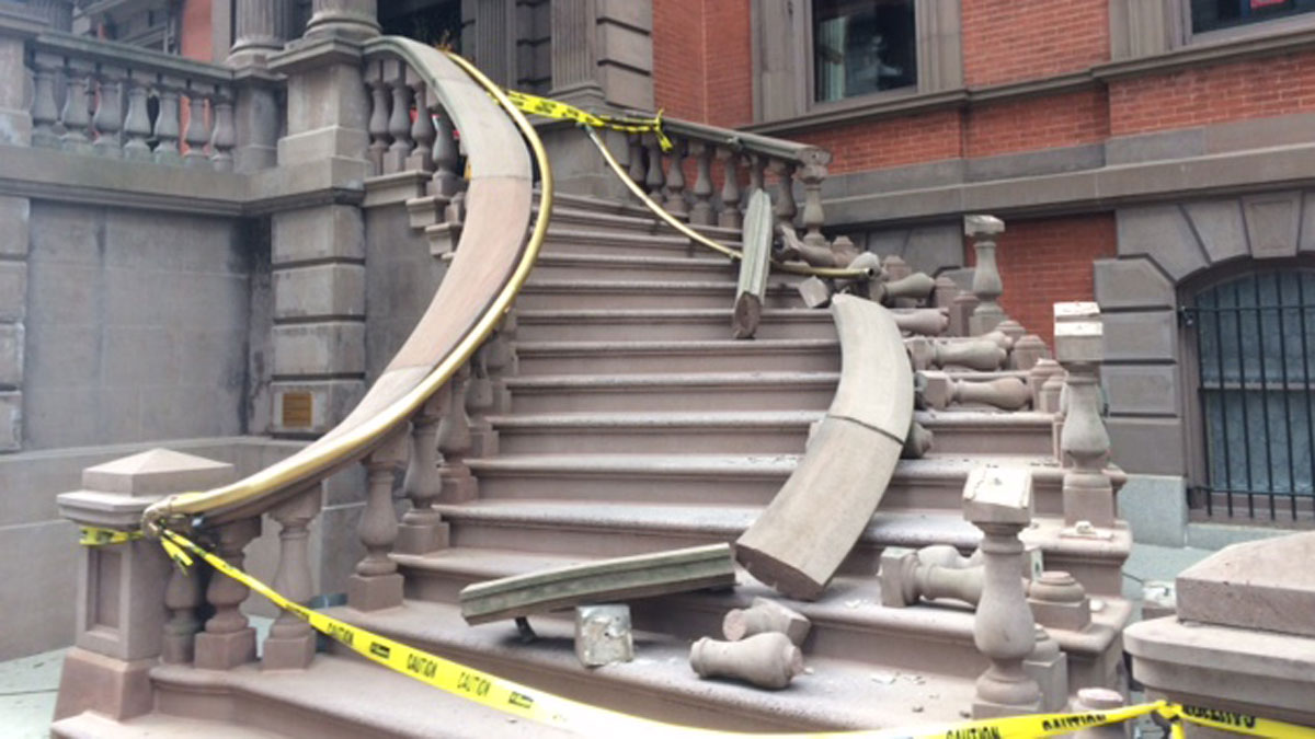 Oct. 24, 2016: A thief made off with the railing from Philadelphia's historic Union League building Monday, leaving behind significant damage.